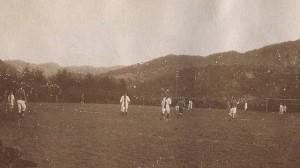Et av de første bildene som eksisterer fra en EIK-kamp, tatt på Slettebø under en kamp mot Stavanger BK høsten 1919.